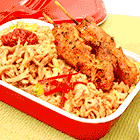 鸡肉沙爹配亚洲炒饭