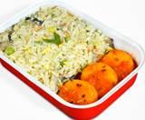 素食炒饭搭配混合蔬菜 (V)