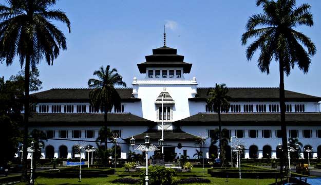 Bandung, Colonial Buildings