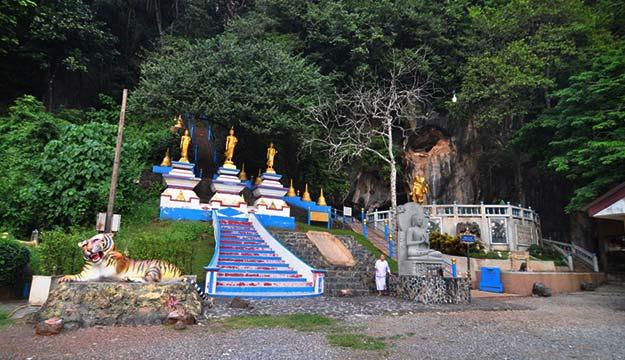 Chùa Hang Hổ (Wat Tham Sua)