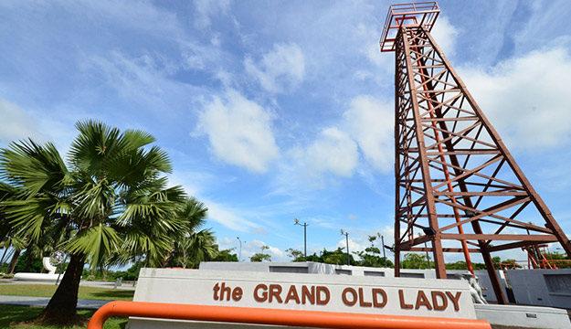老妇人油井和石油博物馆