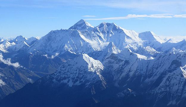 Mountain flight around Mount Everest