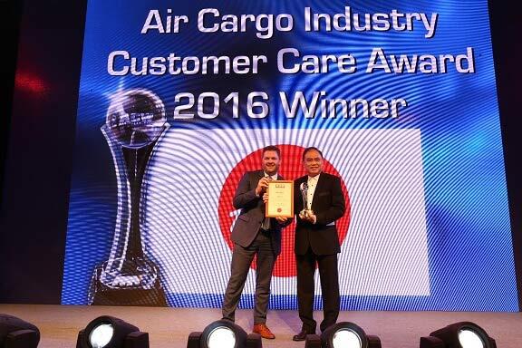 AirAsia-wins-best-customer-care-award-at-World-Air-Cargo-Awards