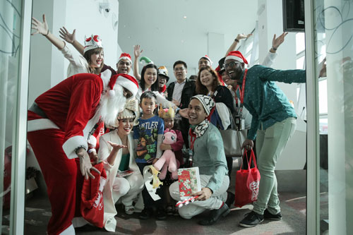 AirAsia-X-spreading-Christmas