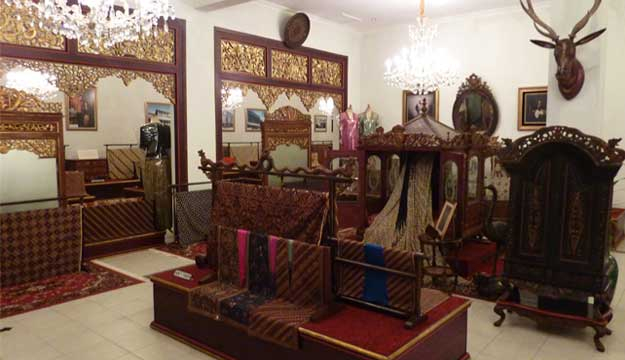 Galeri Batik Danar Hadi 美术馆
