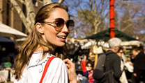 Book cheapest flights to Sydney and enjoy fashion and shopping