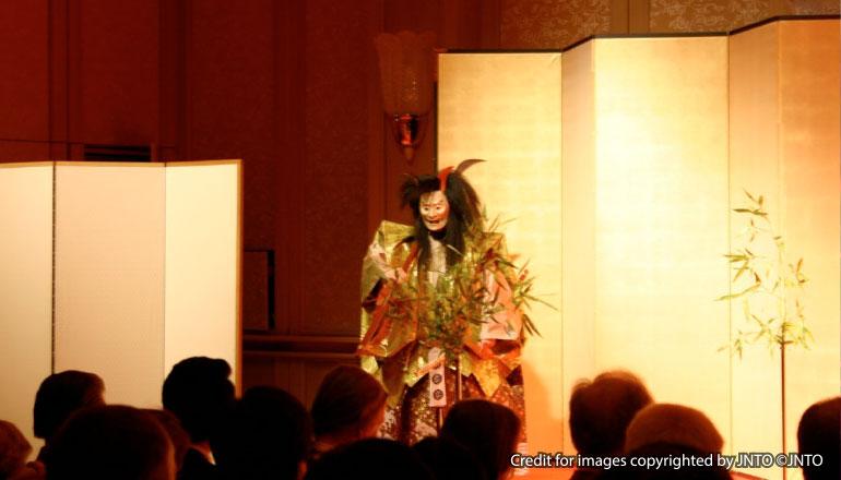 ละครโนยามค่ำคืน ที่วัดเซโซจิ (เส้นทางโตเกียว)