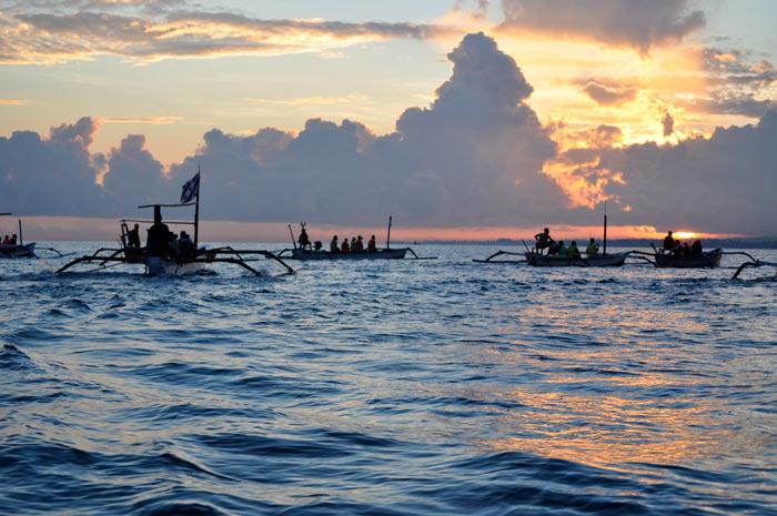 巴厘岛罗威纳海滩